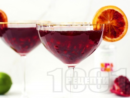 Коктейл с водка, ликьор, нар и червен портокал - снимка на рецептата